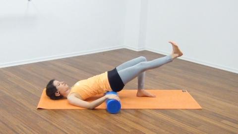 Bauchmuskeltraining mit der Pilates Rolle 16