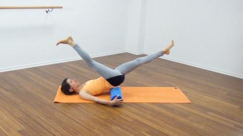 Bauchmuskeltraining mit der Pilates Rolle 23