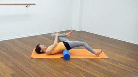 Bauchmuskeltraining mit der Pilates Rolle 26