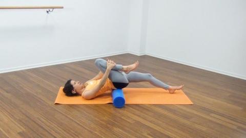 Bauchmuskeltraining mit der Pilates Rolle 25