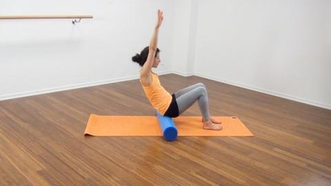 Bauchmuskeltraining mit der Pilates Rolle 5
