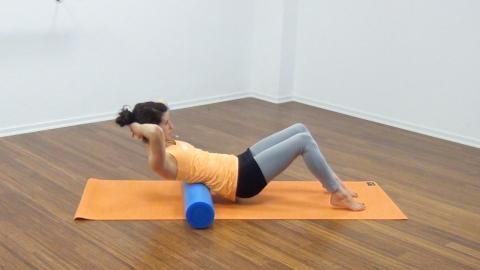 Bauchmuskeltraining mit der Pilates Rolle 15