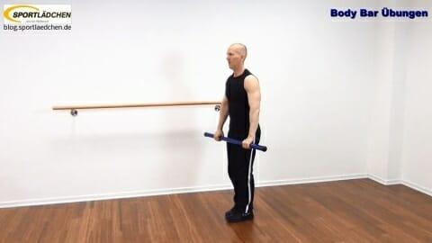 Back Lunge mit Frontheben Ueberkopf 1.JPG