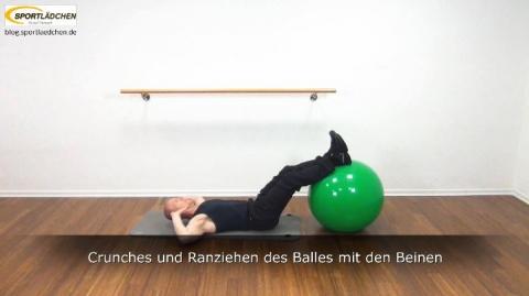 Crunches und Ranziehen des Balles mit den Beinen 6a