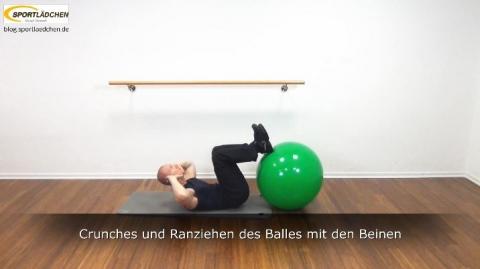 Crunches und Ranziehen des Balles mit den Beinen 6b