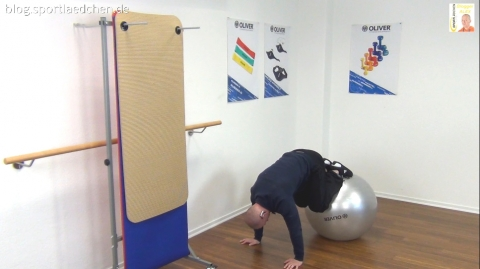 Gymnastikball Übungen Reverse Crunch 1