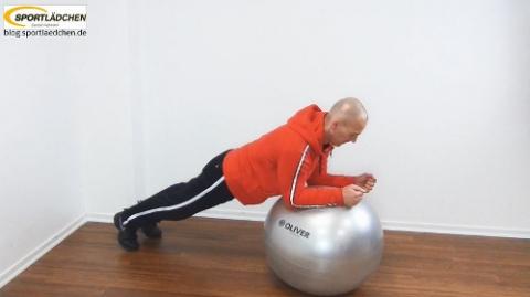 Plank auf dem Fitball