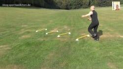 koordinationsstangen-auf-markierungshuetchen-einbeiniger-sprung-1-jpg