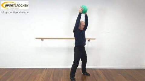 medizinball-core-fitness-trizepcurl-2