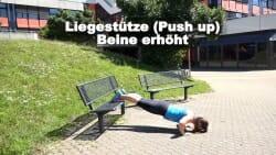 Parkbank Workout Liegestuetze Beine erhoeht 2