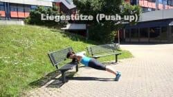Parkbank Workout Liegestuetze 2
