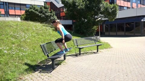 Parkbank Workout Spruenge auf die Bank 2