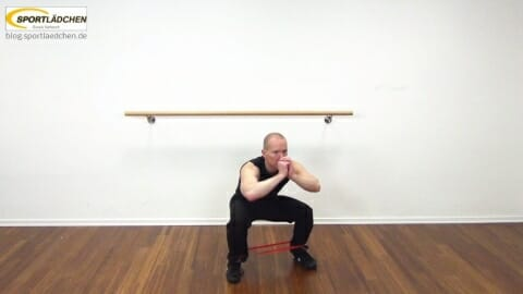rubberband-squat-mit-side-leg-lift-1