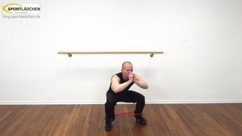 rubberband-squat-mit-side-leg-lift-1