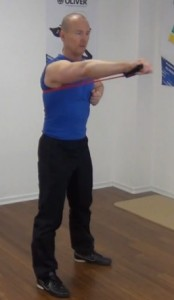 Fitness Tube Brust Ende der Bewegung