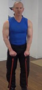 Fitness Tube Seitheben Anfang der Bewegung