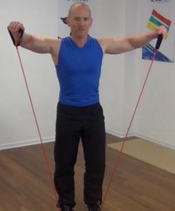 Fitness Tube Seitheben Ende der Bewegung