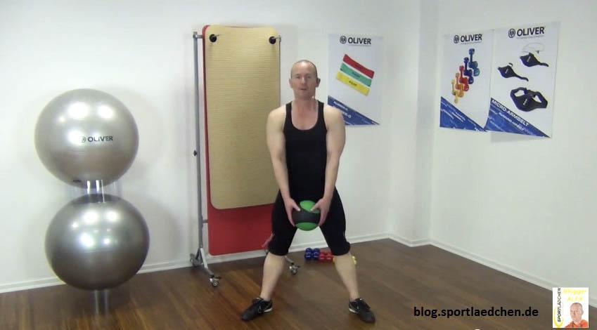 Medizinball Übungen Wide Squats