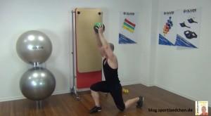 Medizinball Übungen Ausfallschritt 2
