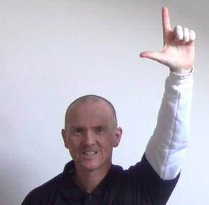 Was ist Bokwa Fitness? Das Handzeichen für das 'L'