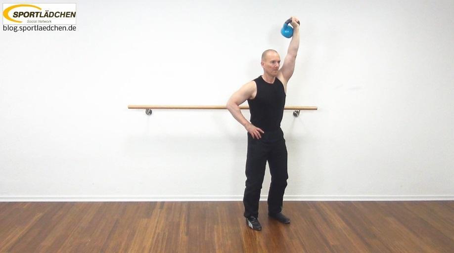 Schultertraining Übungen Beispiel: Kettlebell
