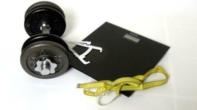 Abnehmen und Muskeln aufbauen | Waage, Calipper und Maßband