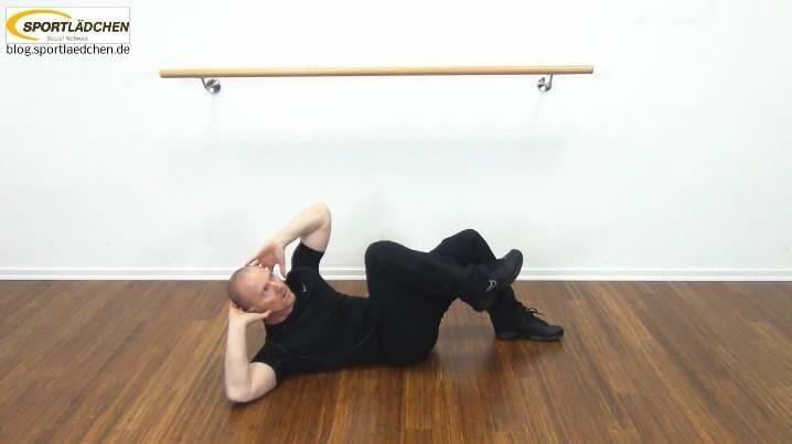 Bauchmuskeltraining Crunches seitlich mit Knee Lift