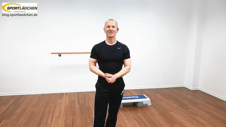 Alexander Krauss bei der Moderation für das Video Step Aerobic Choreography Summer 2015