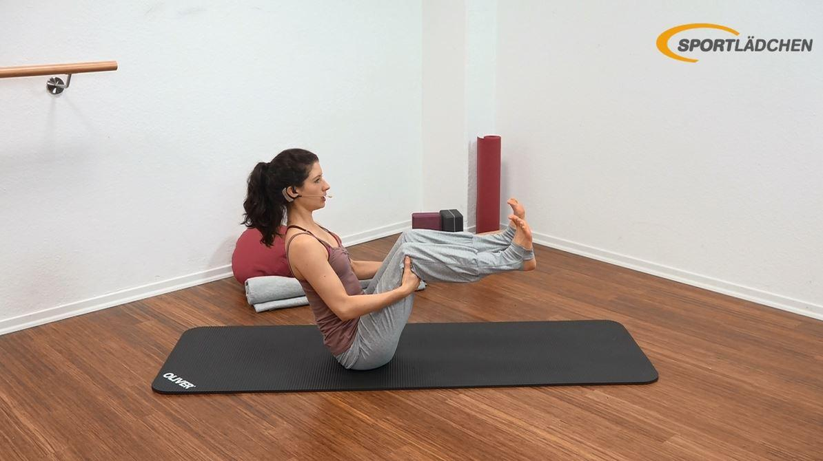 Yoga für den Bauch Anfänger Übung Startposition Navasana (Boot)