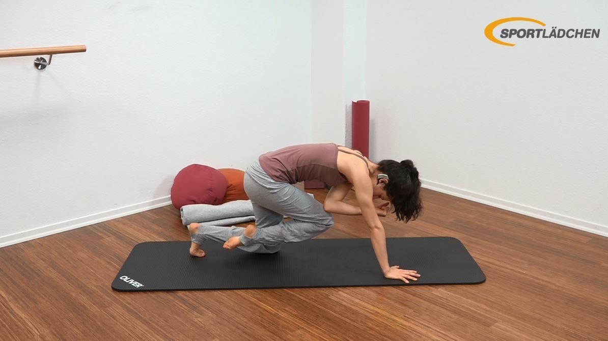 Yoga für den Bauch Anfänger Übung im Vierfüßler Stand Endposition - Statisches Halten