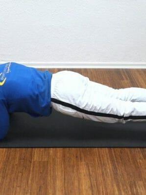 Das 5 Minuten Plank Workout: Standard Plank auf den Unterarmen