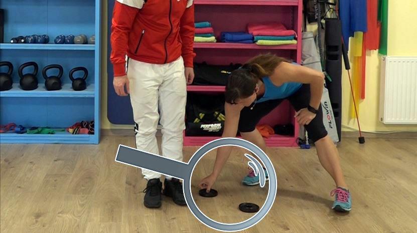 Kniebeuge Tutorial: Technik und Ausführung - Hier die Variante mit erhöhten Fersen