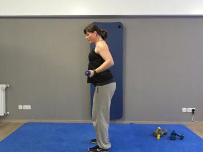 Hantel Workout Frontheben mit gebeugten Armen 2a