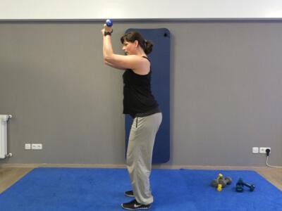 Hantel Workout Frontheben mit gebeugten Armen 2b