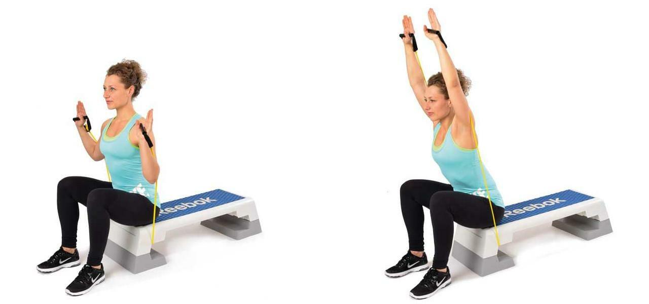 Schulterdrücken sitzend mit dem Bodytube