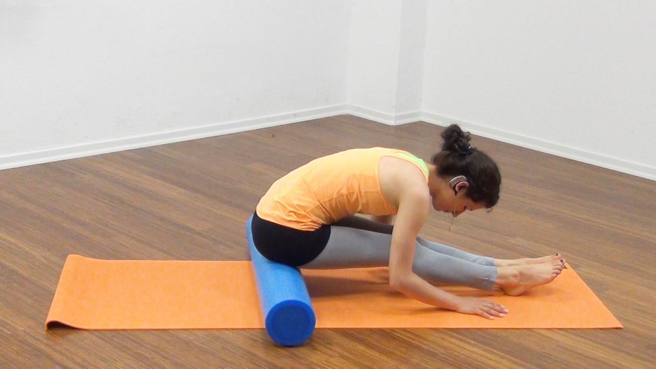 Bauchmuskeltraining mit der Pilates Rolle Bild 1