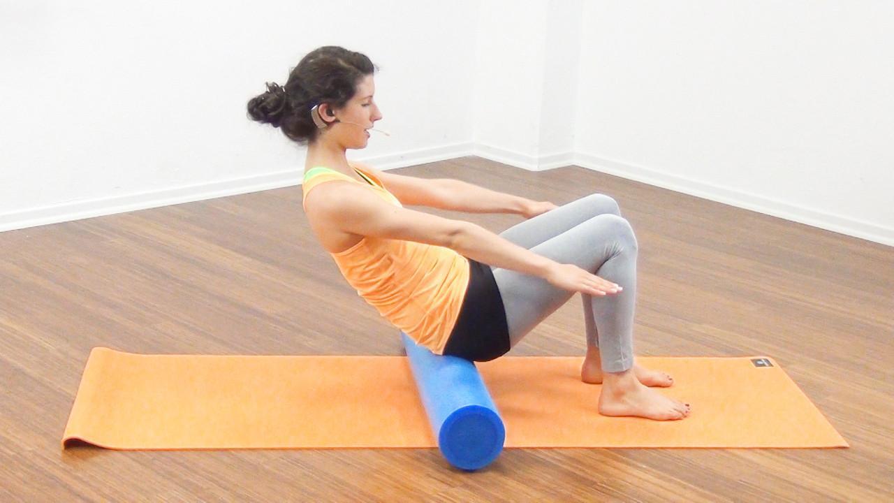 Bauchmuskeltraining mit der Pilates Rolle Bild 2