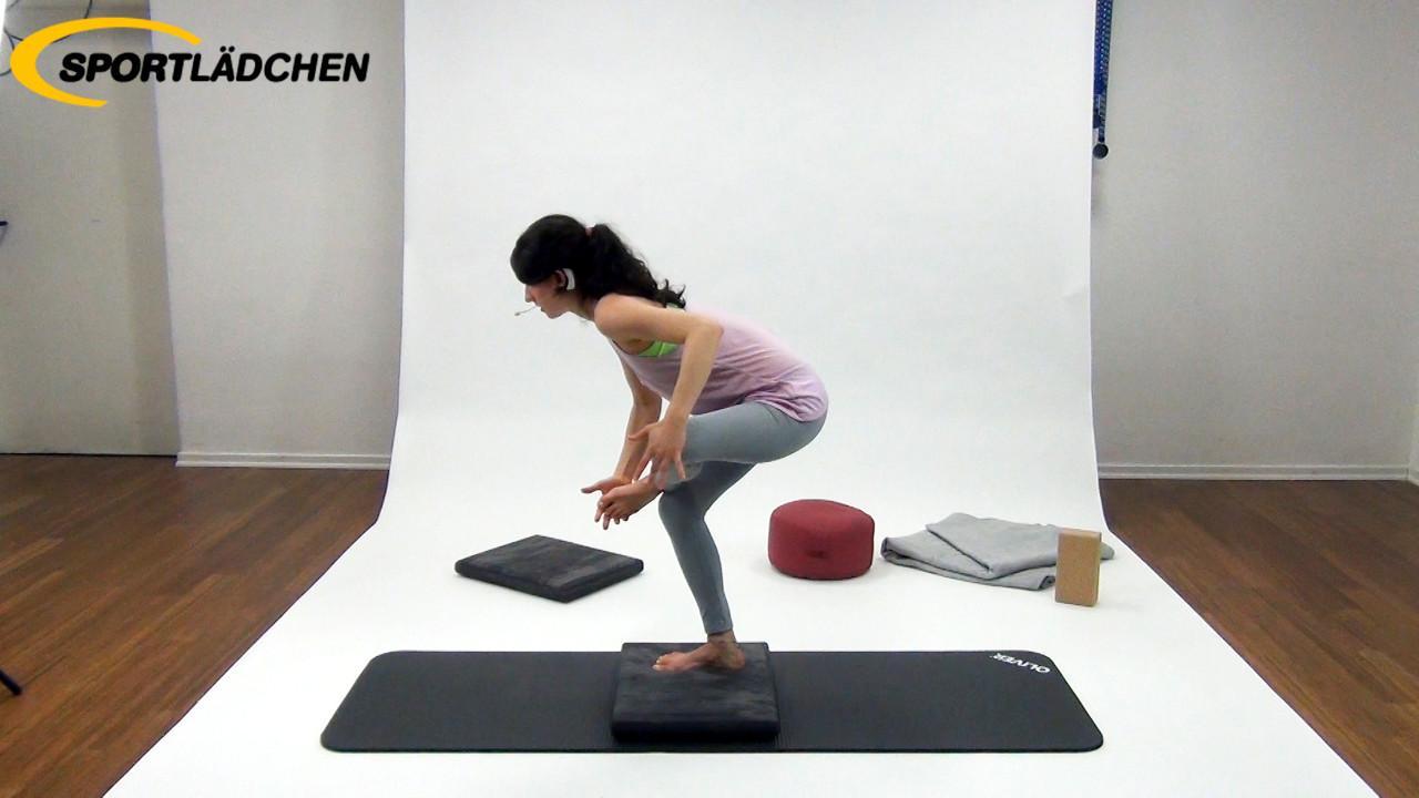 Yoga im Stehen Übung 1: Stuhlposition