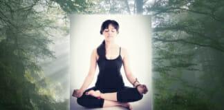 Frau beim Meditieren - Wirkung von Meditation