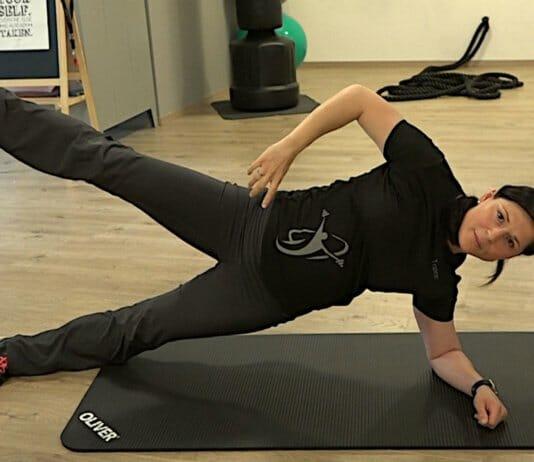 Side Plank in einer fortgeschrittenen Variante mit abgespreiztem Bein