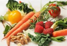 Verschiedenes buntes Obst und Gemüse