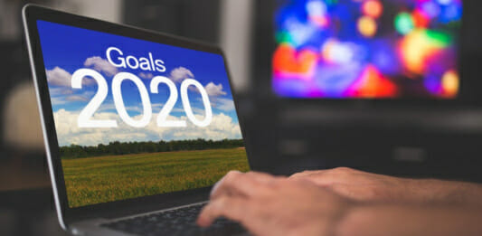 """Laptop mit Text auf dem Bildschirm """"Vorsätze 2020"""""""