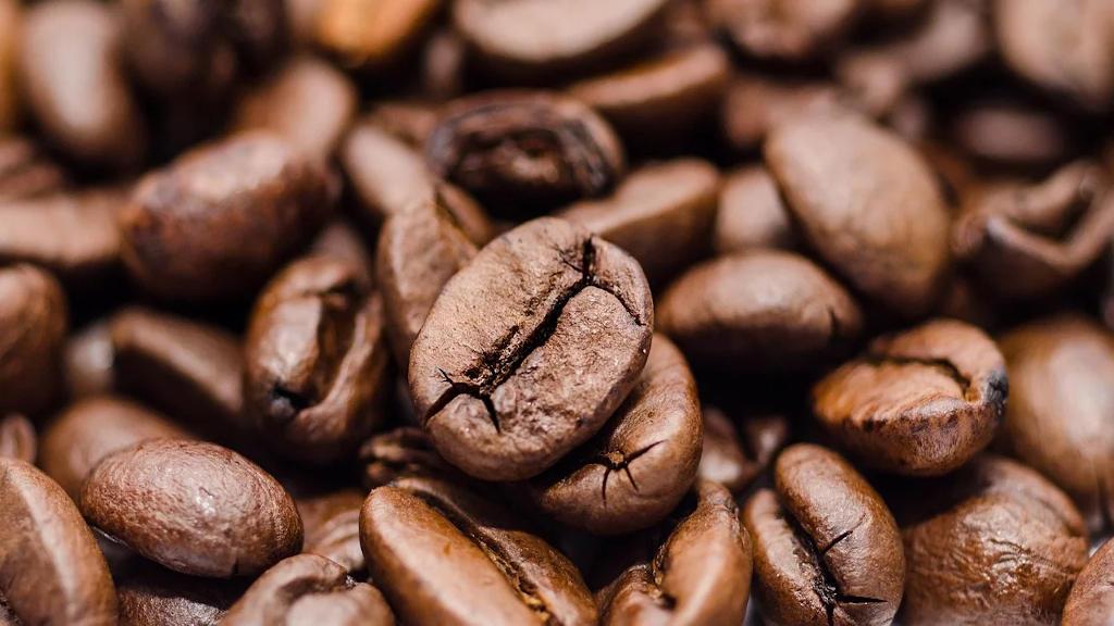 Flächendeckende, geröstete Kaffeebohnen