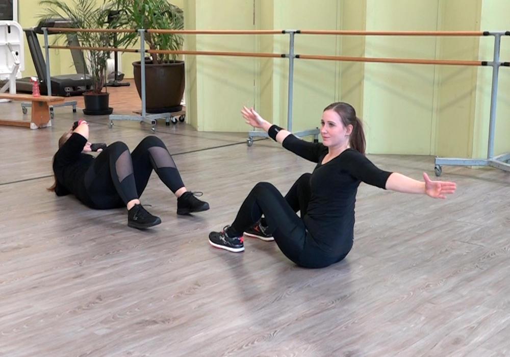Auch der Sit-up kann mit verschiedenen Optionen versehen werden