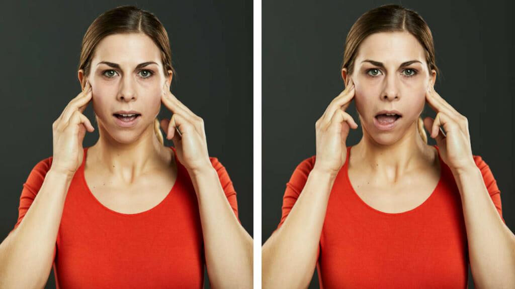 CMD behandeln - Frau in der Anfangs und Endposition einer Übung speziell für den Kiefer