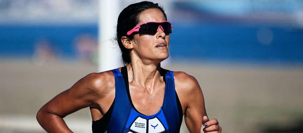 Triathletin beim Wettkampf in der Laufdisziplin