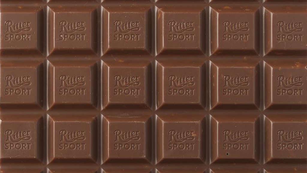 Bildfüllende Großansicht einer Tafel Schokolade