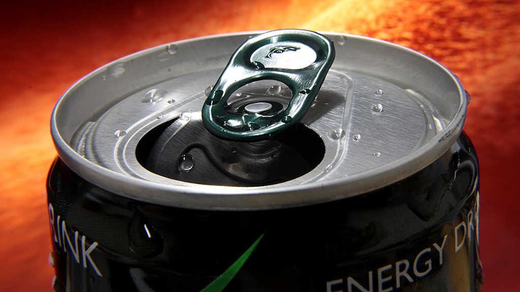 Typisches Beispiel für gesüßte GetränkeGeöffnete Dose Energy Drink